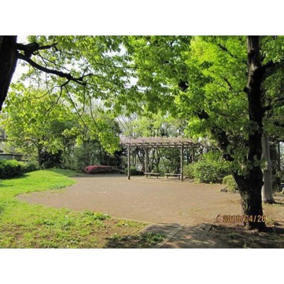 公園「清水が丘緑地まで585m」