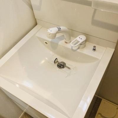 ハーモニーテラス綾瀬の独立洗面化粧台が付いています☆