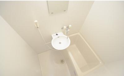 1階はフローリング、2階以上はカーペットになります。同タイプのお部屋の写真です。