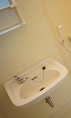 「お風呂の中に洗面台あります」