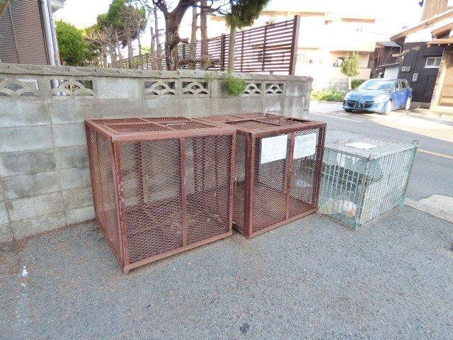 敷地内ゴミ置場♪コンテナタイプで動物に荒らされにくいです!