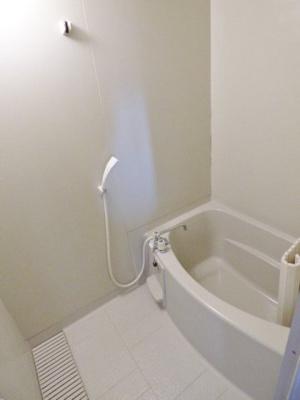浴室は排水溝大き目で水はけ良し♪