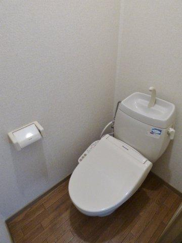 温水洗浄便座で快適♪床はCFなのでお掃除もしやすいです♪