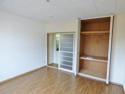扉は部屋を圧迫しない開き戸と両開き戸♪家具配置の幅が広がります!