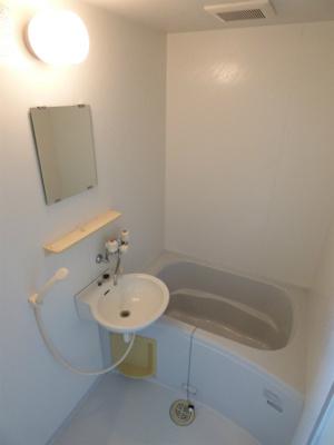 お風呂・トイレはセパーレートタイプです。※掲載画像は同タイプの室内画像のためイメージとしてご参照ください。