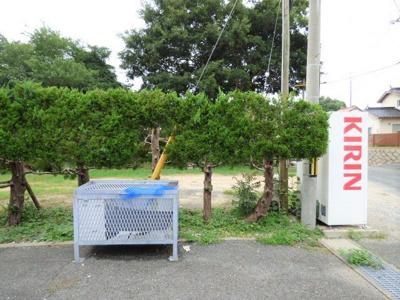 敷地内ゴミ置場をご利用ください。