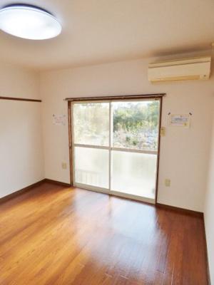 角部屋は窓が2ヶ所あり、明るい室内です。