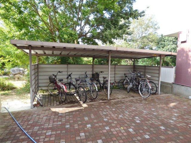 自転車をお持ちの方に嬉しい♪ゆとりのある駐輪スペースです。