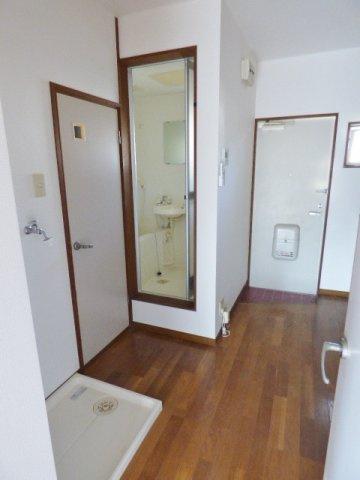 洗濯機置き場も室内に確保されています。