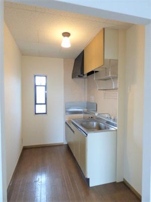 キッチンスペースには窓があるので匂いがこもりにくいですね!