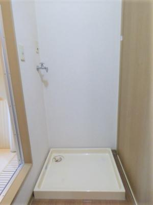 浴室横に室内洗濯機置場有!