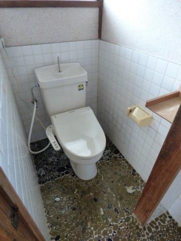 トイレには窓があり、気になる換気もOK。