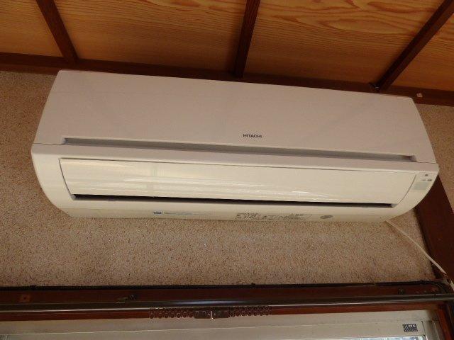 6帖のお部屋にはエアコンがついています。