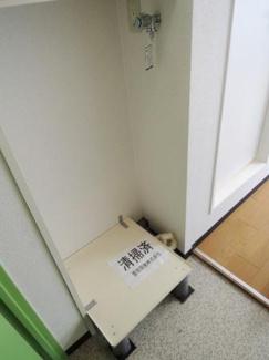 洗濯機置き場室内です