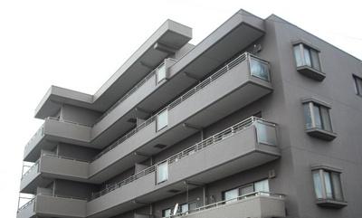 RC造。1階コンビニで便利。