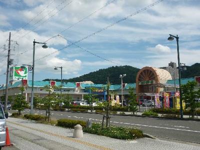 平和堂フレンドマート能登川店(595m)