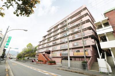 【現地写真】  鉄筋コンクリート造8階建♪ 陽当たりに良いマンションとなっております♪