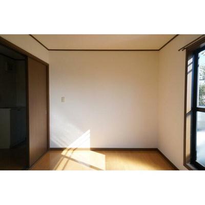 ヴェガ天台の洋室
