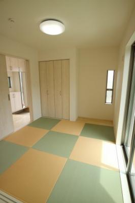 4.5帖の和室はキッズスペースにぴったりですね♪《2号棟》