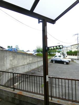 ウッドデッキからの眺望です♪目の前は駐車場になっていて視界を遮る建物がありません☆