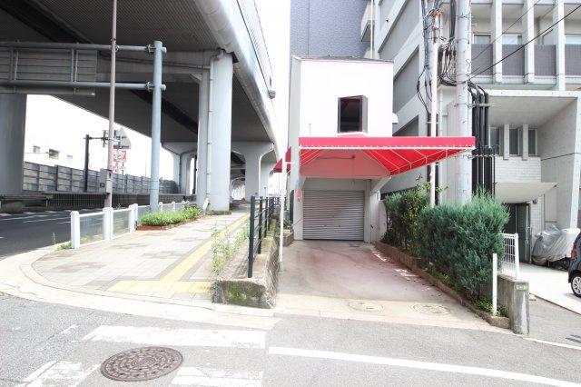 縦列で2台駐車可(車種による)