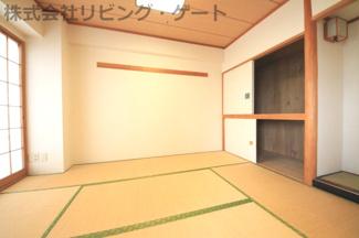 日当りのよい和室はお子様の遊び間にも、客間にも