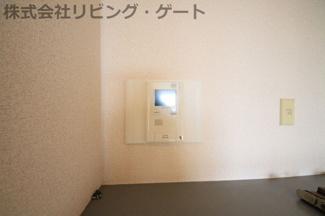 来訪者が一目瞭然のモニター付きインターフォン
