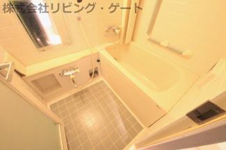 クリーニング済みのバスルームはとても清潔感がございます。