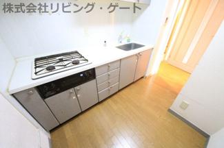 とても綺麗なキッチンでこのまま利用可能です。