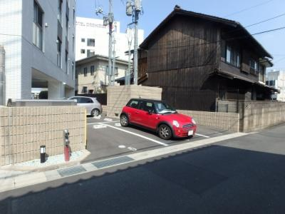 COCO川西町(倉敷市川西町 賃貸マンション)駐車場