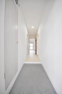 玄関から室内への写真です。