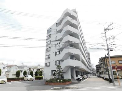 近隣に商業施設が充実した住環境良好なマンションです。