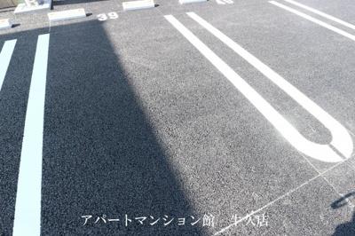 【駐車場】ファミーユⅢ