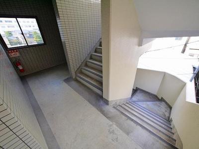 足元の見やすい階段です