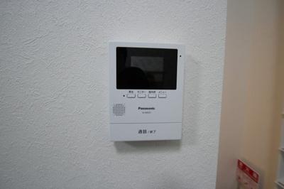 TVモニタ付インターホン完備です。