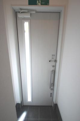 玄関です。安心の2ロック!