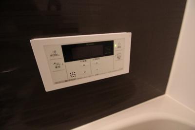 浴室の給湯リモコンです。