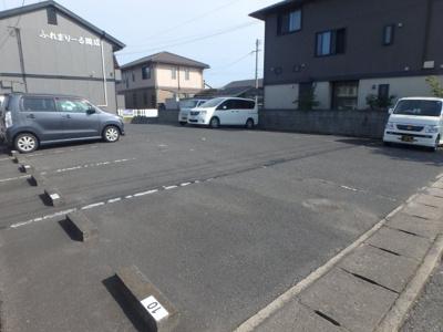 神田 ふれまりーる岡成 2LDK 駐車場