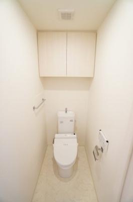 【機能&棚がポイント!】 機能が充実したトイレで、 あると嬉しい棚付いてます!