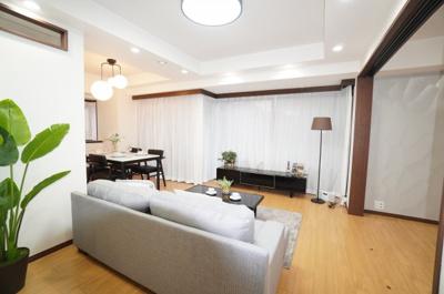 【デザインリフォーム】 デザインリフォームされた室内は良い雰囲気に なっております。 リフォームで付加価値をプラスし、 ただの『住まい』ではなく『癒しのある空間』 に仕上がっております♪