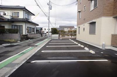 西側駐車場です。