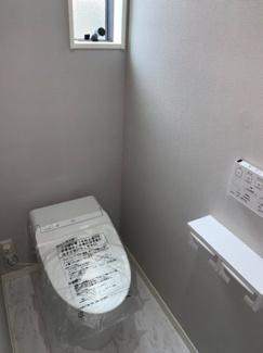 1階トイレ。手払いユニットも付いております。