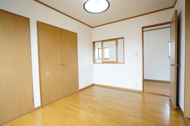 2階 南向きの明るいで採光・通風のよいお部屋です。