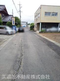 【前面道路含む現地写真】55241 関市居敷町土地