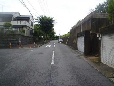 【前面道路含む現地写真】貫弥生が丘一丁目11番