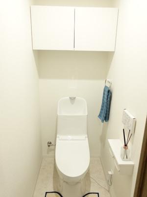 高機能のトイレです。ペーパーホルダーも2連になっているので、もしもの時も慌てない!