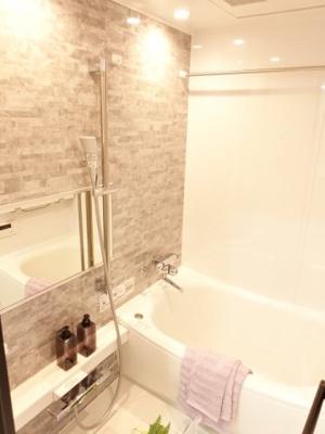 TOTO社製のRDシリーズは「魔法瓶浴槽」「ほっからり床」TOTO独自の技術によりバスタイムをよりよく演出してくれます!