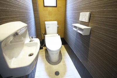 3階にあるトイレです。手洗いは別になっており便利です。