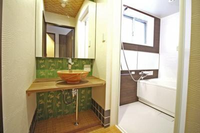 旅館のようなお洒落な洗面台。