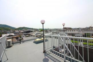 《屋上》広い屋上があり眺めは良好です!贅沢なスペースですね。